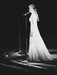 любили Анну Герман за её русские песни ...