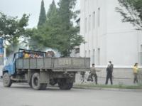 Потрудившись, грузовики с ...
