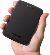 Toshiba представила беспроводной НЖМД Canvio AeroCast</p> <p>Японская компания Toshiba представила накопитель Canvio AeroCast, который входит в линейку беспроводных устройств для хранения информации, имея при этом внушительную емкость объемом 1 ТБ и поддерживает подключение до 6 устройств одновременно. Новинка, со слов производителя, способна проработать от одного заряда аккумулятора до 5 часов в режиме активного стриминга контента. Для удобства копирования фотографий с мобильного устройства или фотоаппарата новинка оборудована разъёмом для карт памяти формата SD.Беспроводной накопитель Canvio AeroCast дебютирует в России в 2015 году по ориентировочной цене 7 050 рублей.Canvio AeroCast поддерживает работу в Wi-Fi сетях и создаёт собственную сеть WLAN, предоставляя возможность получать удаленный доступ к файлам, хранящимся на накопителе, с мобильных устройств, а также осуществлять резервное копирование данных без проводов или подключения к сети Интернет. Контент с Canvio AeroCast также можно транслировать на экран телевизора: для этого необходимо установить приложение, совместимое с Google Cast.Технические характеристики Toshiba Canvio AeroCast:Ёмкость: 1 ТБИнтерфейс: USB 3.0Драйвер Tuxera NTFS для MacИнтерфейс WLAN: IEEE 802.11b/g/nРазъём для SD карт: Поддерживает карты памяти SD и SDHC до 10 классаЛитий-ионный аккумулятор (до 5-ти часов непрерывной работы от одного заряда)Режим Internet Pass-Thru (сквозное подключение)Бесплатные приложения для Android и iOSРазмеры: 124x86x20 ммЦвет: ЧёрныйВес: ~260 г</p> <p>http://www.mobile-review.com/fullnews/main/2014/December/11.shtml#44348