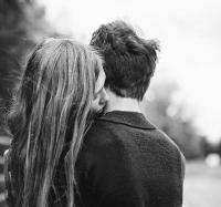 """Я хочу от тебя малыша,<br /> Может сына, а может и дочь.<br /> Вместе жить, никуда не спеша,<br /> И дарить тебе каждую ночь.</p> <p>Я хочу жить в твоих объятьях,<br /> Я очаг наш семейный зажгу.<br /> Я хочу умирать от счастья,<br /> Слыша первое слово: """"Агу"""".</p> <p>Ждать под вечер тебя с работы,<br /> Обнимать на ходу, как вошёл.<br /> Ах, как радостны эти ноты<br /> Слышать: """"Мама, папуля пришёл!"""".</p> <p>И закинув её на плечо,<br /> Нашу радость - папину дочку.<br /> """"Пап, а пап, ну подкинь же ещё,<br /> Поцелуй потом меня в щёчку!"""".</p> <p>Ты, должно быть, очень устанешь,<br /> Всё равно я тебя обниму!<br /> За собой меня ты потянешь,<br /> И к губам твоим тихо прильну.</p> <p>Как хочу я с тобой быть всегда,<br /> Как хочу растить нашу дочку,<br /> А потом, через дни и года,<br /> Подарю тебе и сыночка.</p> <p>Ты, наверное, знаешь уже,<br /> Я ещё раз тебе повторю:<br /> Когда рядом - спокойно душе,<br /> Я ЛЮБЛЮ ТЕБЯ! ПРОСТО ЛЮБЛЮ!</p> <p>Наталья Котова"""