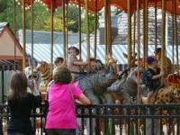 Куда повести детей на выходных в Киеве</p> <p>Первая неделя сентября, пожалуй, самая тяжелая в учебном году. Дети еще не переключились после летнего отдыха на школьный ритм. Так почему бы не порадовать их приключением в ближайшие выходные дни? Так что собирайтесь...<br /> 5 сентября</p> <p>17:00 Экскурсия в Пони-клуб</p> <p>Во время экскурсии в Пони-клуб (начало в 17:00, ул. Касияна 1, тел. 599-88-70) дети узнают о происхождении разных видов пони и их особенностях. Лошадок можно будет покормить и научиться кататься на них (стоимость экскурсии – 65 грн). Кстати, при клубе есть школа верховой езды, куда при желании можно записать ребенка.<br /> 6 сентября</p> <p>12:00 Детский праздник урожая</p> <p>Можно бесплатно принять участие в Детском празднике урожая (с 12:00 и 14:00 в сквере «Небесной сотни», ул. Михайловская 24-26) – собрать фруктово-овощные плоды, высадить рассаду в горшки (их потом можно будет забрать домой) и «на закуску» послушать забавные сказки об овощах.</p> <p>11:00 путешествие в «Невероятный мир раритетной техники»</p> <p>Юных «технарей» ждет путешествие в «Невероятный мир раритетной техники» (начало в 11:00, пр. Победы, 37, запись по тел. 425-14-11). На экскурсии покажут коммутатор первой киевской городской телефонной станции 1886 года с телефонной книгой абонентов (тогда их было всего 100 человек!), первый радиоприемник 1917 года «рождения», «предок» компьютера – первую цифровую вычислительную машину, телефоны 30-50-х годов прошлого века. Также участники экскурсии посетят выставку стрелкового оружия и познакомятся с паровозом 1954 года выпуска. Стоимость – 50 грн.</p> <p> 12:00 Спектакль «Оперная азбука для детей и их родителей, или В поисках утерянных нот»</p> <p>У Академического театра оперы и балета для детей и юношества (ул. Межигорская, 2, тел. 425-42-80) тоже есть чем порадовать. В субботу и воскресенье в 12.00 открывается новый театральный сезон. Так, 6 сентября - премьера спектакля «Оперная азбука для детей и их родителей, или В поисках утер