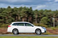 В Законопроекте Кабмина о некоторых изменениях в Налоговый кодекс, который народные депутаты в четверг 25 декабря приняли  в первом чтении, установлено, что ежегодным налогом в 25000 грн. будут облагаться дизельные автомобили с объемом двигателя от 2,5 л и бензиновые – свыше 3,0 л. К ним относятся в основном автомобили, которые сейчас тоят свыше миллиона гривне. Например, в модельной гамме BMW машины  с таким объемом двигателя можно найти как среди легковых моделей, так и среди внедорожников. Но все они и сегодня стоят свыше миллиона гривен. Например, BMW 330 d стоимостью 1,1 млн. грн., BMW M3 (от 1,68 млн.), BMW 430d Series Cabrio (1,3 млн.), BMW 550i (1,97 млн.), 530d (1.36 млн.), 750i (1,8 млн.), 740d (1,6 млн. грн), X5 xDrive50i (1,8 млн.), X5 xDrive30d (1,4 млн.), X6 xDrive50i (2,0 млн.), X6 xDrive30d (1,5 млн. грн). В то же время, купив модели премиум-сегмента, но с базовыми моторами, например  «семерку» BMW с бензиновым двигателем 3,0 л (фактически 2,9 л), X5 xDrive35i, X6 xDrive35i, можно будет сэкономить на новом налоге, но кататься на престижной премиум-модели.</p> <p>Среди других популярных моделей, которые «вошли» в зону роскошных автомобилей – Acura MDX, ряд моделей Audi (А6, А7, А8, Q7 и «заряженные» версии других моделей), Mitsubishi Pajero Wagon, Nissan Murano, Nissan Patrol, Nissan GT-R, Porsche Cayenne и ряд спортивных машин марки, Ferrari, Bentley, Rolls-Royce, Hyundai Genesis, Hyundai Equus, большинство Infiniti, Jaguar, Range Rover, SsangYong Rexton 2.7 D, Subaru Outback 3,6, Toyota Highlander 3,5, Venza 3,5, Land Cruiser Prado, Land Cruiser, Volkswagen Touareg и Passat 3,6, Skoda Superb 3,6, Volvo XC90, S80 T6.</p> <p>Таким образом, в этот список попадают либо действительно дорогие автомобили стоимостью свыше миллиона гривен, либо топ-версии внедорожников и моделей среднего класса, у который существуют и более «народные» версии. Несложно предположить, что именно на такие машины в случае принятия закона спрос стремительно упадет, зато предложени