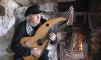 Джон Доан и его 20-струнная арфа-гитара ...