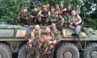 Сводка от Армии Юго-Востока -В ходе ожесточенных боев отражены атаки на Иловайск, Торез и Ясиноватую<br /> В течение дня украинские силовики широкомасштабных действий не предпринимали. Основные усилия были направлены на осуществление перегруппировок войск в районах Луганска и Донецка.</p> <p>На Донецком направлении противник продолжил артиллерийские обстрелы, в том числе с применением реактивных систем залпового огня, позиций ополченцев, жилых кварталов и объектов инфраструктуры в населенных пунктах Донецк, Горловка, Торез и Моспино. Утром в результате обстрела Макеевки повреждено здание железнодорожного вокзала. Артиллерией карателей выведена из строя Ольховская фильтровальная станция. Остановлена подача воды в города Зугрэс, Харцызск и частично в Ждановку.</p> <p>Украинскими силовиками осуществлялись безуспешные попытки овладения населенными пунктами Ясиноватая и Иловайск, предпринимались неоднократные атаки, направленные на овладение населенным пунктом Торез. В ходе ожесточенных боев все атаки были отражены.</p> <p>В настоящее время силами ополчения ведется бой по освобождению восточной части Нижней Крынки, временно захваченной противником, удерживается участок автомобильной дороги между населенными пунктами Дмитровка – Снежное. Потери карателей уточняются.</p> <p>На Луганском направлении противник активных наступательных действий не предпринимал, продолжал артиллерийские обстрелы позиций ополченцев на юго-восточных окраинах и в пригородах Луганска, участка автомобильной дороги между населенными пунктами Новосветловка – Николаевка.</p> <p>В 16.10 украинскими карателями был нанесен огневой налет РСЗО «Смерч» по н. п. Степановка. Есть жертвы среди мирного населения и разрушения объектов социальной инфраструктуры.</p> <p>Силы Армии Юго-Востока продолжали удерживать участок автомобильной дороги между населенными пунктами Малая Вергунка – Пионерское. Установлен контроль дорожных направлений между населенными пунктами Новосветловка – Ивановка и Новокиевка – Огульчанск.