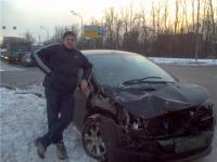 ... водитель и его пострадавший Пежо 3008