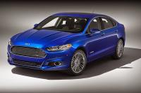 Ford выведет на европейский рынок подключаемые гибриды</p> <p>Компания Ford планирует начать продажи подзаряжаемых от электросети гибридов на европейских рынках. Таким образом американцы составят конкуренцию новым экологичным моделям Volkswagen. На американском рынке у Ford уже есть плагин-гибридные модификации седана Fusion и компактвэна C-Max, но в странах Европы подобные гибриды пользуются небольшим спросом и поэтому сейчас этот сегмент рынка остается относительно свободным.   Читайте также: Ford выпустит конкурента Toyota Prius   По словам топ-менеджера компании Ули Костерса, в случае финансовой целесообразности «Форд» готов быстро внедрить на европейский рынок подзаряжаемую модификацию Mondeo (европейская версия Fusion). Однако, по мнению руководства производителя, на данный момент еще рано говорить о такой необходимости.   «Я полагаю, что Европа пока не совсем готова к использованию подключаемых гибридов, как кажется некоторым людям. Но эта технология позволяет значительно экономить топливо, поэтому мы активно развиваем её», - подчеркнул Костерс.   Читайте также: Гибридный VW Passat будет доступен в двух вариантах кузова   Отметим, что Volkswagen недавно вывел на ключевые рынки Европы гибридную модификацию Golf с подзаряжаемыми от бытовой сети аккумуляторами. А на следующий год VW планирует выпустить аналогичную версию седана Passat.   via autonews<br /> АвтоМЕТА</p> <p>http://autodosug.com.ua/ford-vyvedet-na-evropejskij-rynok-podkljuchaemye-gibridy/