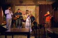 «Лакоча» - музыка балканского кафе. Группа исполняет македонские, болгарские, русские, армянские, еврейские песни и танцы в собственных аранжировках. Стиль Лакочи можно охарактеризовать понятием «этнофьюжн». Сами музыканты описывают суть происходящего, как поиск радости и чуда в музыке и стремление поделиться им со слушателями.<br /> Группа основана в 2002 году.