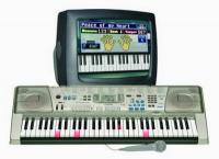 Casio: синтезаторы для обучения</p> <p>В настоящем обзоре мы раскрываем Вам возможности синтезаторов Casio, предназначенных в первую очередь для обучения. Эти недорогие модели содержат обучающую программу и множество функций, необходимых начинающему клавишнику. К данному классу относятся Casio CTK-3000, Casio CTK-810, с подсветкой клавиш - Casio LK-220, Casio LK-270 и Casio LK-300TV.</p> <p>100 обучающих мелодий</p> <p>Каждый обучающий инструмент содержит большой банк из 100 обучающих мелодий — от классики до современных хитов. Вы сможете выбрать для обучения ту мелодию, которая Вам нравится.</p> <p>Многоуровневая система обучения</p> <p>Изучение каждой мелодии разбито на 7 - 12 интересных занятий, которые легко освоить по очереди. Намного проще учиться постепенно, шаг за шагом продвигаясь вперед.</p> <p>Голосовые подсказки</p> <p>Инструмент голосом сообщит Вам о том, какими пальцами нужно сыграть следующие ноты.</p> <p>Система музыкальной информации</p> <p>На небольшом дисплее отображается в реальном времени вся необходимая информация. Сразу видно, какими пальцами нужно сыграть на клавиатуре, когда нужно нажимать педаль, где играть форте, а где -пиано, и много другой полезной для начинающего музыканта информации.</p> <p>Система оценки</p> <p>В этом режиме инструмент тщательно анализирует игру исполнителя и сигнализирует ему об ошибках и неточностях. Во время игры инструмент издает специфические сигналы, по которым можно понять, где Вы сыграли чисто, а где нет, где сбились с ритма и т. д. Время от времени инструмент человеческим голосом кратко комментирует Вашу игру. На дисплее можно постоянно видеть оценку игры. По окончанию игры инструмент выставляет итоговую оценку игры и указывает, на какое место нужно обратить особое внимание, предлагая его повторить. За хорошую игру можно даже заслужить аплодисменты.</p> <p>Большой выбор звуков</p> <p>В Вашем распоряжении — большое количество разнообразных музыкальных инструментов от классических до самых современных, а также 