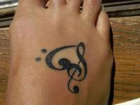 Маленькая музыкальная тату на